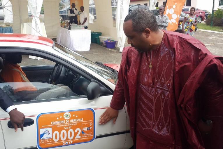 8000 vignettes estampillées Gabon Télécom pour les taxis de Libreville
