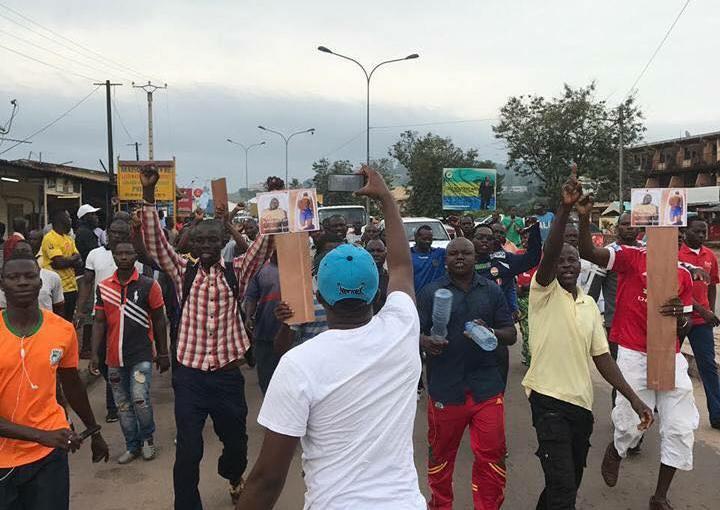 Protestation à Franceville suite au décès suspect d'un burkinabé
