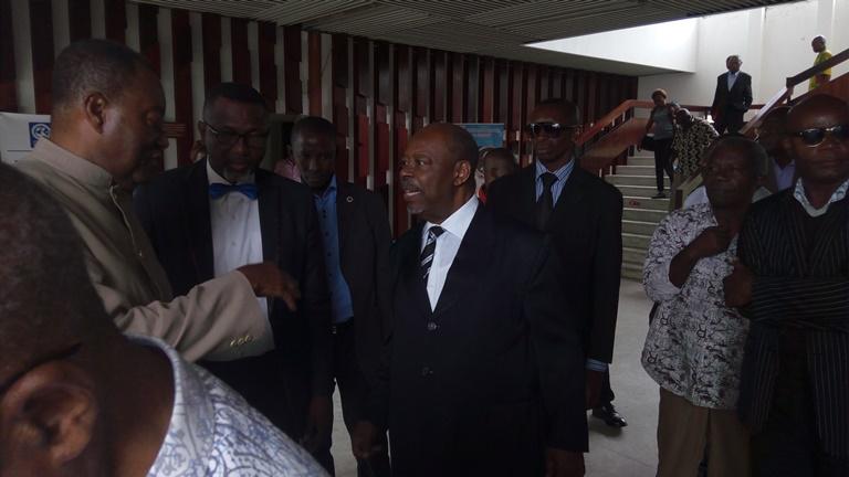 Le Père Paul Mba Abessole a-t-il réellement pris sa retraite politique ?