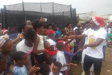 Plus de 1000 enfants et l'international gabonais Malick Evouna ont célébré Noël à Libreville