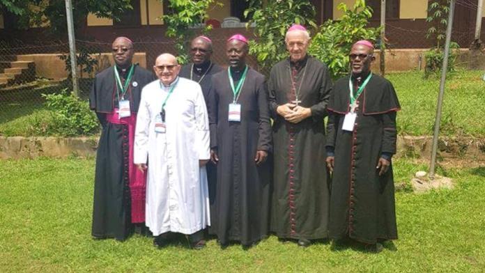 Monseigneur Patrick Iba-Ba remplace Basile Mvé Engone à la tête de  l'archidiocèse de Libreville