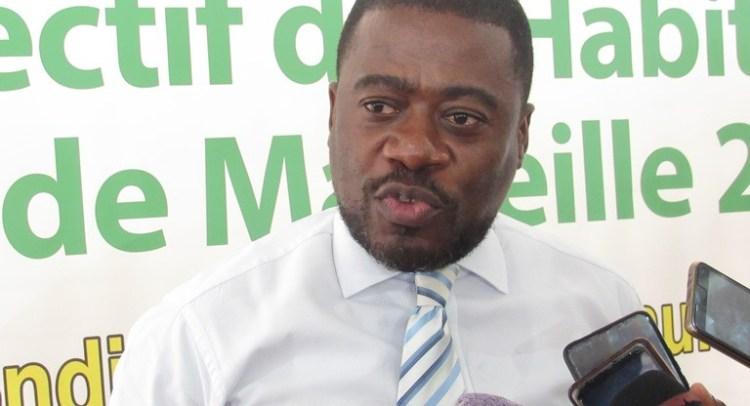 L'avocat conseil du Collectif des habitants de Marseille 2, Bérenger Nze durant son intervention le 13 octobre à Akanda (nord de Libreville) © Gabonactu.com