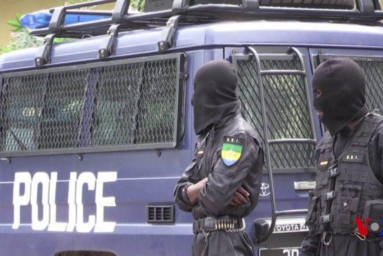 Le haut commandement de la police défend son policier malmené par un taximan