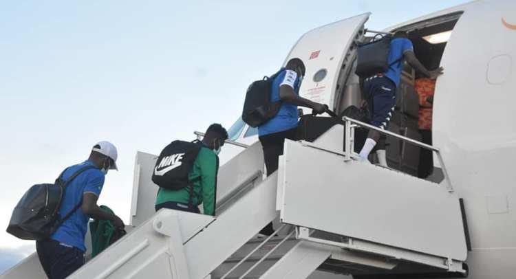 Les Panthères du Gabon dans l'avion en direction de Banjul / Gabonactu.com