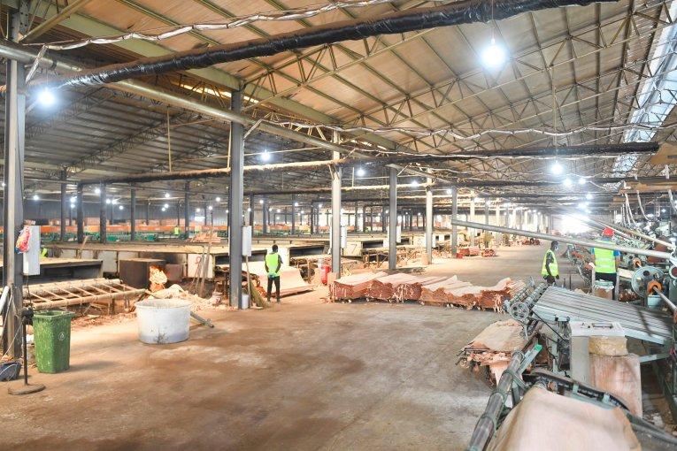 Inauguration d'une nouvelle usine de transformation de bois à Nkok