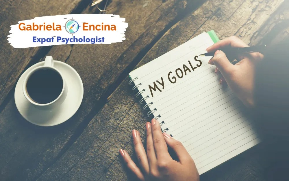 comparing to other expats - a notebookk with my goals - Gabriela Encina Expat Psychologist