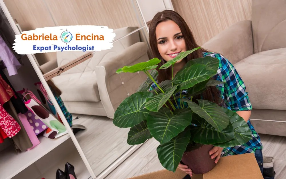 Expat Uprooting_ Belonging Within Yourself - Gabriela Encina Expat Psychologist - expat woman unpacking and belonging