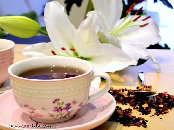 Tea Meditation | Teacup white lillies | Gabriela Green