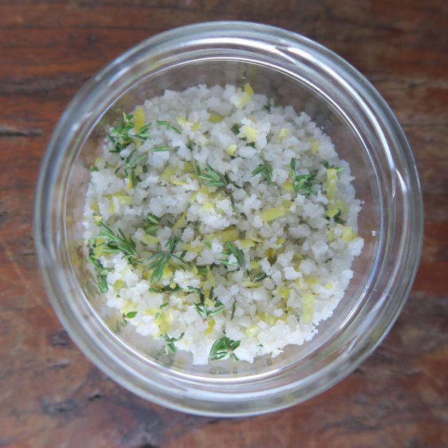 Salz mit Thymian und Zitronenabrieb