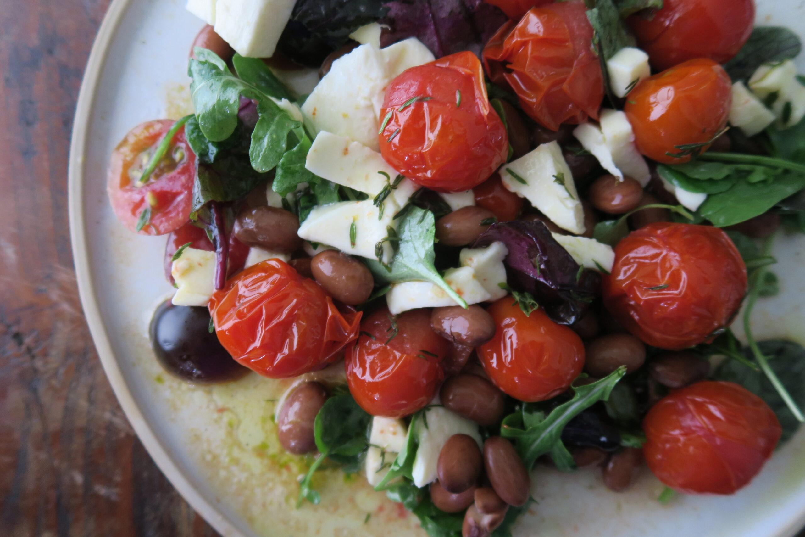 Tomatensalat mit Bohnen und Thymian