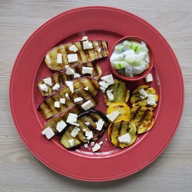 Gegrillte Aubergine und Zucchini mit Gurken-Raita