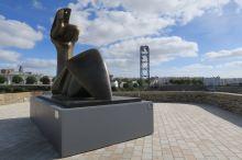 Brest Skulptur von Henry Moore und Téléphérique