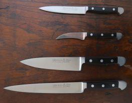 Außer einem Brotmesser (nicht im Bild) umfasst mein Kochmesserset von Güde vier weitere Messer – ich benutze sie schon über 20 Jahre
