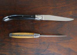 Solche Klapptaschenmesser nennt Hayward Picknickmesser, meine beiden wurden von der Forge de Laguiole hergestellt