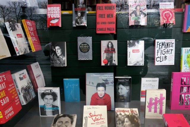 Schaufenster der Buchhandlung Galignani in Paris zum Internationalen Frauentag