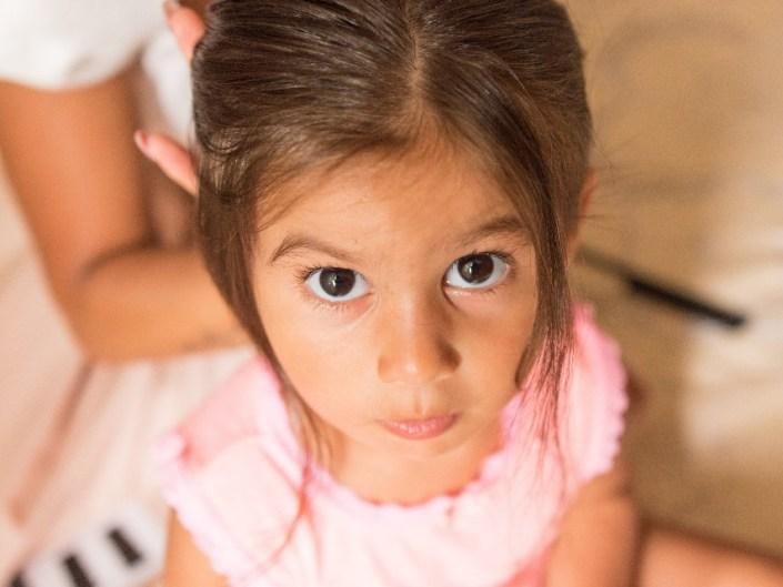 Bambina-Battesimo-Famiglia-3 Fotografo di Battesimo Cosenza Corigliano Rossano