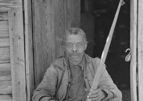 ex schiavo davanti alla sua casa in Texas nel 1939
