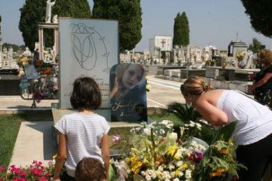 Curiosità morbosa sulla tomba di Avetrana