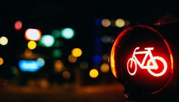 Este corect sa treci pe roșu cu bicicleta?