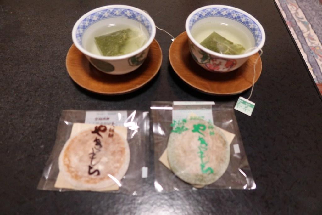 Yakimochi and tea