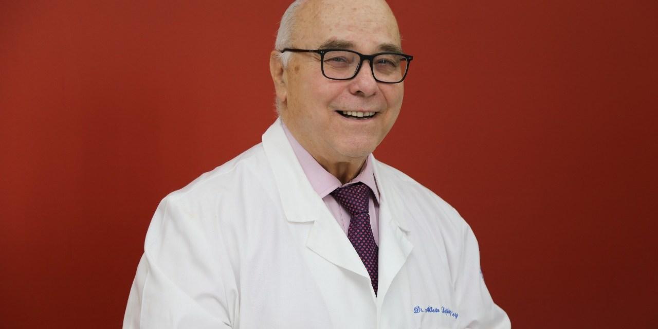 El doctor Alberto Lifshitz, apasionado de la clínica y la docencia