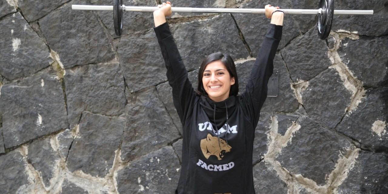 Stephania Medina, representante de la Facultad en halterofilia