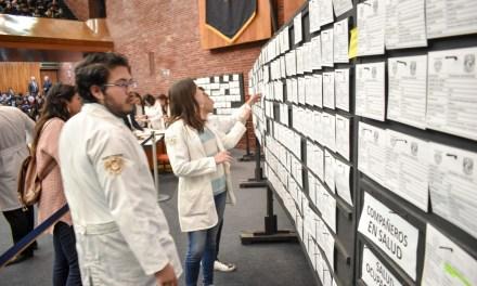 Médicos pasantes realizan su inscripción al Servicio Social