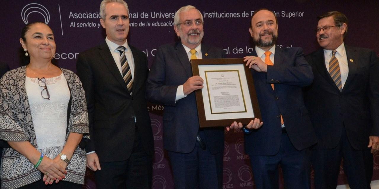 Reconocimiento a la UNAM y a su rector