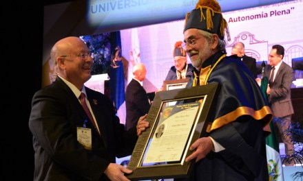Enrique Graue recibe el grado de Doctor Honoris Causa por la UAS
