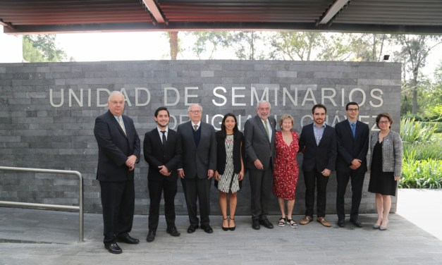 Ceremonia de graduación de los primeros doctores en Medicina del PECEM