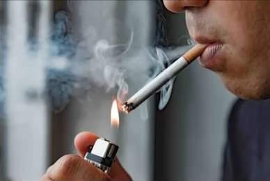 Fumadores y vapeadores con mayor riesgo ante la COVID-19