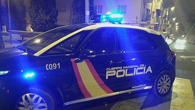 La Policía detiene in fraganti a dos jóvenes cuando explosionaban un cajero bancario en Ciudad Lineal
