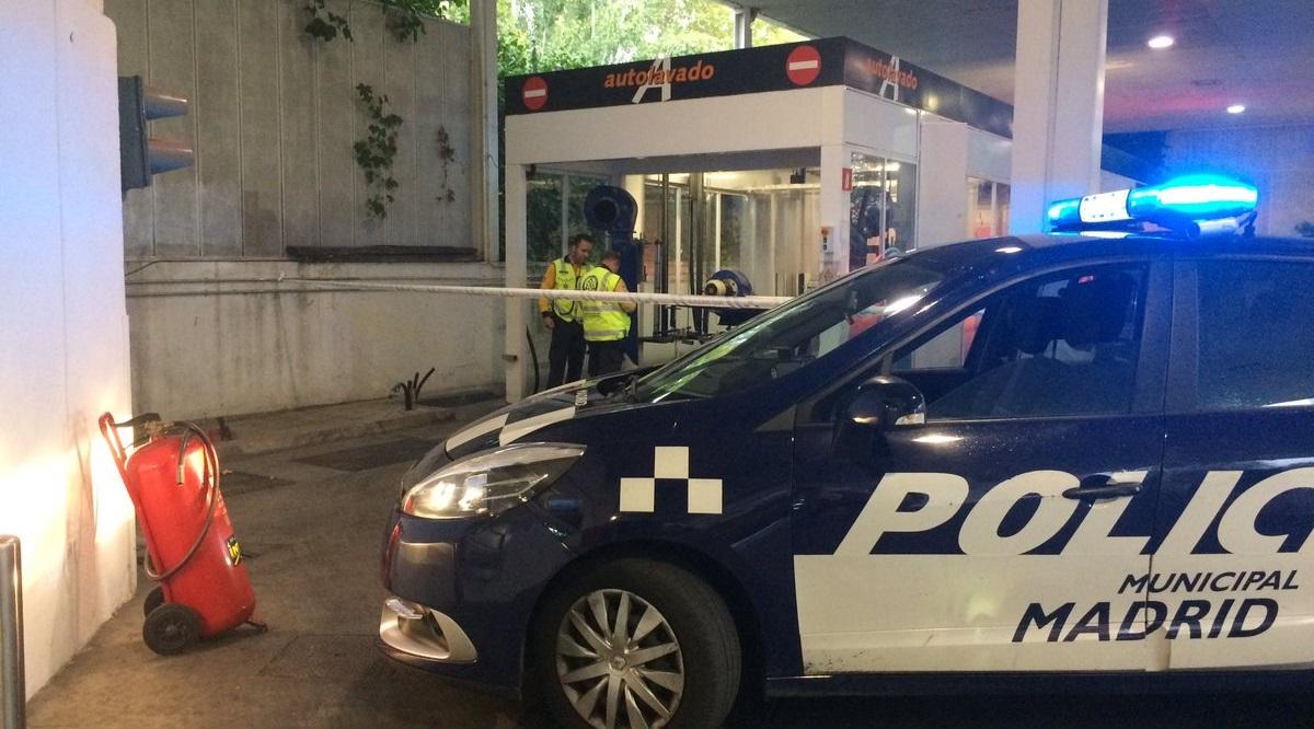 Un trabajador de 53 años sufre la amputación de parte de un pié en una gasolinera de la calle Seseña