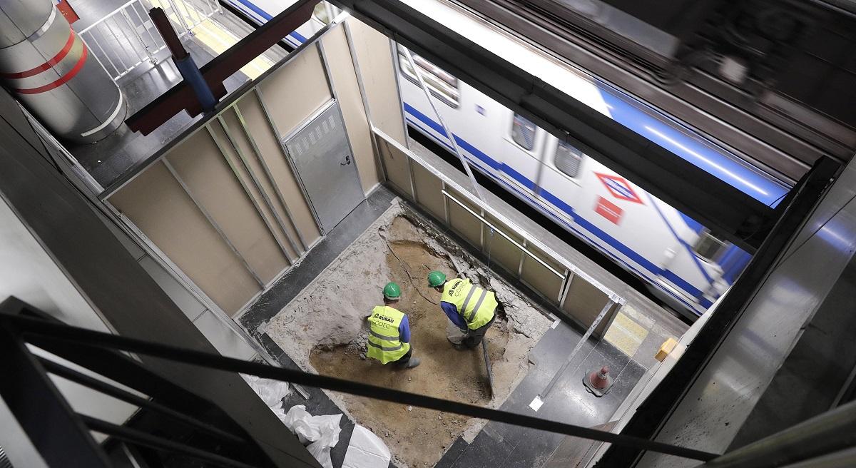 Comienza la instalación de ascensores en las estaciones de Príncipe Pío y Barrio de la Concepción