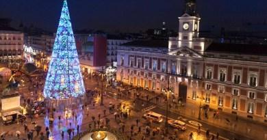 Vuelven las calles peatonales de sentido único a Madrid por Navidad: señales luminosas servirán de guía