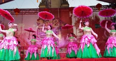 La madrileña Plaza de España despide la Feria Tradicional China