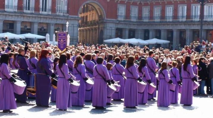 La tradicional tamborrada en la Plaza Mayor clausura este domingo la Semana Santa en Madrid