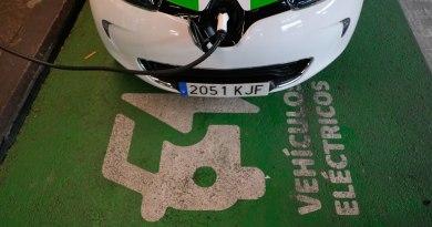 La EMT de Madrid pone en marcha estaciones de recarga eléctrica rápida en sus aparcamientos
