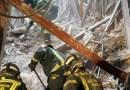 50 bomberos continúan la búsqueda de los obreros desaparecidos en el derrumbe de un edificio en Chamberí