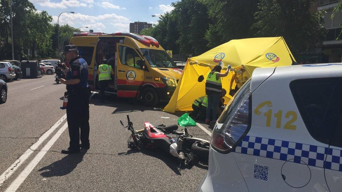 Un motorista de 24 años muere tras colisionar contra un turismo en Moratalaz