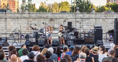 Música y poesía estrechan sus lazos en el Puente de Segovia en una tarde al aire libre