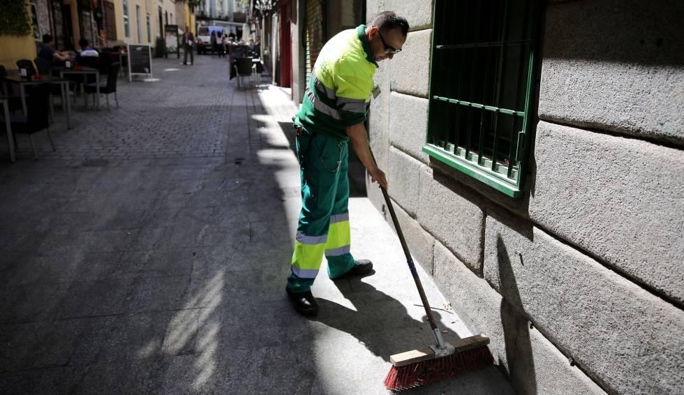 El Ayuntamiento de Madrid inicia un plan de limpieza urgente en Usera, Vallecas y Villaverde