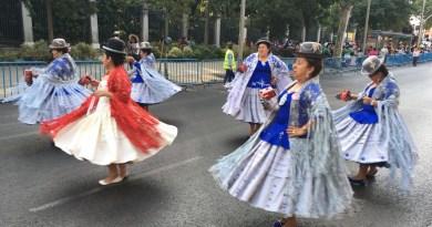 La comunidad boliviana celebra en el Paseo del Prado su fiesta en honor a la Virgen de Urkupiña