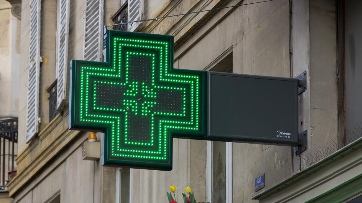 Los madrileños pueden retirar desde este lunes sus fármacos prescritos en cualquier farmacia de España