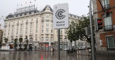 El Colegio de Médicos reclama intensificar las limitaciones al tráfico para evitar 5.000 muertes al año por contaminación en Madrid
