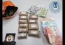 Un joven de 23 años detenido en Centro por llevar en su coche 800 gramos de hachís y 1.100 euros