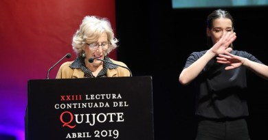 Manuela Carmena participa en la lectura continuada de 'El Quijote' en el Círculo de Bellas Artes