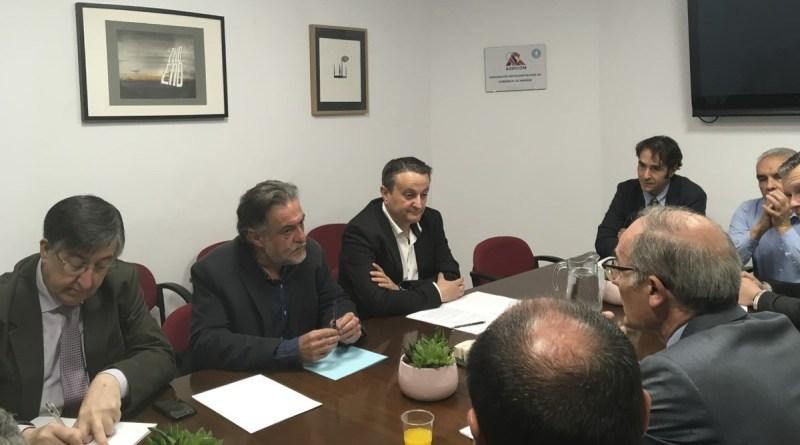 Pepu hernandez y Pedro Barrero en una reunión con empresarios