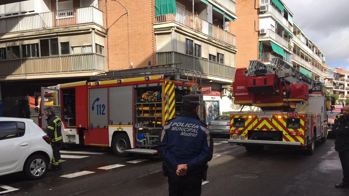 Una mujer de 92 años herida muy grave tras incendiarse su vivienda en San Blas-Canillejas