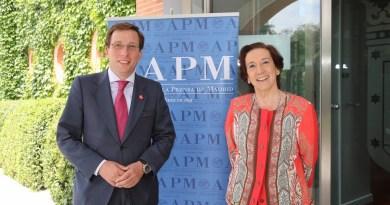 Almeida asiste a la entrega de los premios de la Asociación de la Prensa de Madrid